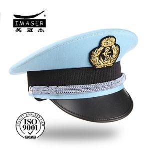 은 결박을%s 가진 밝은 파란색 군복 모자
