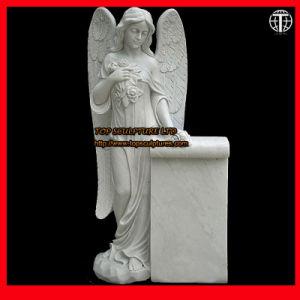 Engel met Gravure van de Steen van het Beeldhouwwerk van het Standbeeld van de Rol de Marmeren