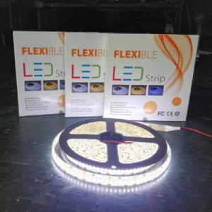 Luminosità chiara Dimmable della striscia 2835 12V/24V 120LEDs/M del LED