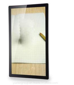 プレーヤーのWiFi 3Gデジタルの表記を広告するYashiの壁モニタによって取付けられるLCD