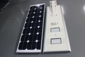 1台のセンサーの動きを用いる太陽LEDの街灯のすべて