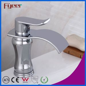 Fyeerの円形の真鍮ボディ偏平の口の滝の洗面器のコック
