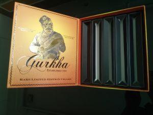 Diseño de lujo Caja de papel cartón para embalaje de cigarrillos Wholesale