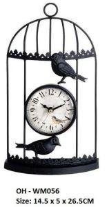 L'abitudine colora l'orologio di parete dell'uccello, orologio di parete antico del metallo