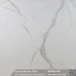 Cararaの建築材料(VRP6H189)のための白い艶をかけられた大理石の磨かれた磁器の床タイル