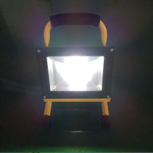 Luz LED de trabajo portátil 10W/20W/30W/50W proyector LED recargable Luz de trabajo