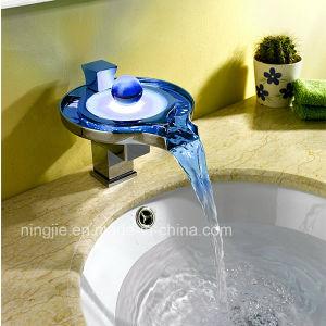 熱い販売のクロムガラス浴室の滝のコック