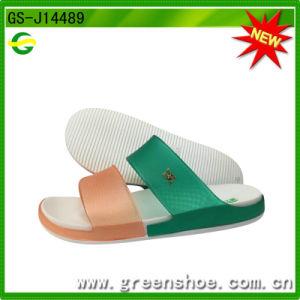 Самый дешевый женщин мода на пляже сандалии для верхнего ПВХ