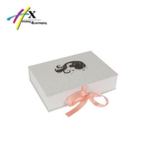 주문을 받아서 만들어진 로고를 가진 머리 연장 포장 상자