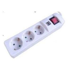 3 розетки, с помощью зарядного устройства USB