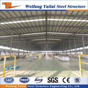Longue structure en acier et des plantes de l'atelier