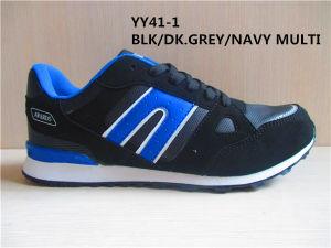 Los hombres de la moda de correr/calzado deportivo de fútbol