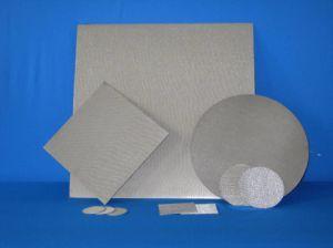標準は焼結させた編まれた金網の合成物を5層にし、6層にした