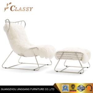 金の金属フレームの余暇の椅子が付いている上のウールのクッションの寝室の家具