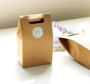 De in het groot Koekjes die van het Karton van het Document van de Ambacht van het Handvat het Vakje van de Gift inpakken