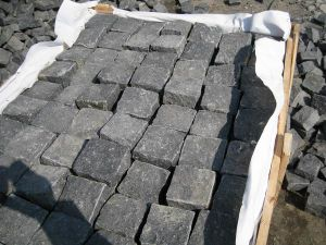 La Pavimentacion De Basalto Negro Para Los Azulejos Suelos De Losas - Losas-de-exterior