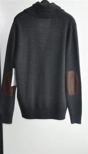 人のボタンおよびポケットが付いている冬によって編まれるカーディガンのセーター