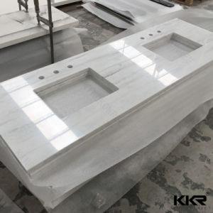 最もよく白い輝きの人工的な水晶石の浴室のカウンタートップ