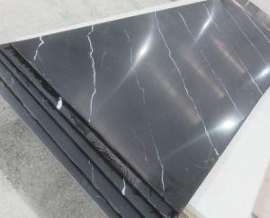 De zwart-witte Stevige Oppervlakte van Corian van de Steen van Aders Kunstmatige