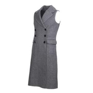 Cappotto di lana della maglia delle signore