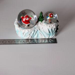 二重地球が付いているPolyresinのクリスマスのサンタクロースの雪の地球