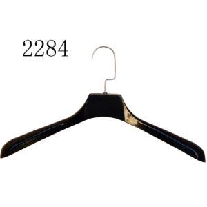 Schwarzer Kleid-Plastik kleidet Zahnstangen-Aufhängung