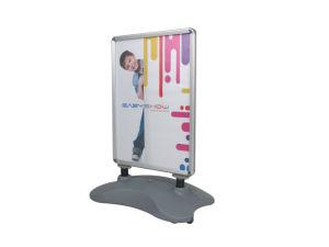 La scheda esterna del manifesto del treppiedi della visualizzazione si leva in piedi il banco di mostra