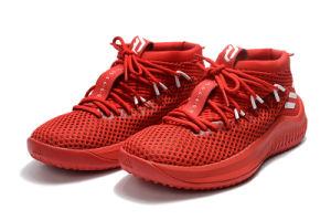 Dame más reciente 4 Hombre limitado con una caja de zapatos de baloncesto