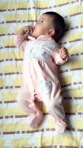Il bambino appena nato copre il pagliaccetto del bambino del cotone di 2 colori