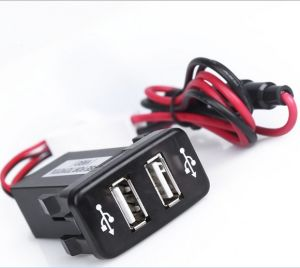 Auto 2.1A Doble puerto USB cargador de montaje en panel para teléfono y entrada de audio para Toyota Vigo