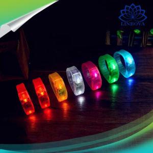 昇進の声によって制御されるLEDライトはリスト・ストラップのブレスレット光る