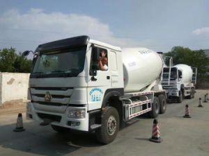 10 ROUES 336HP 12cbm Sinotruk HOWO camion bétonnière tambour
