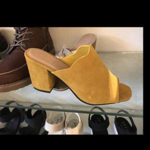 Commerce de gros plus tard à la mode Mesdames Pantoufles Chaussures et sandale