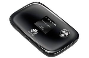 4G LTE avec routeur intégré dans la batterie 2200mAh, emplacement pour carte SIM et de logement de carte de TF