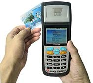 POS off-line para pagamento com cartão inteligente no barramento