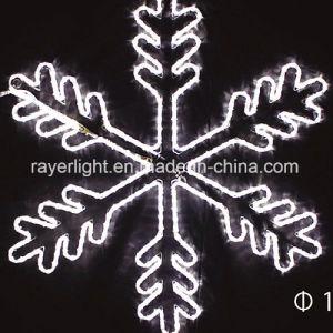 大きいモチーフの雪片のテーマライトを飾るLEDのクリスマス