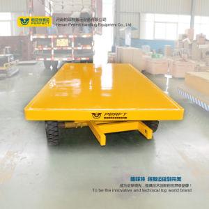 Quattro rotelle che dirigono il rimorchio di trasporto per l'elemento portante del carico
