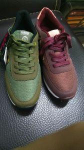 Stock de chaussures, de qualité supérieure pour des chaussures de course, les chaussures de sport, Sneaker, chaussures de sport pour hommes, femmes laides/paires de chaussures de sport, 50000en mains