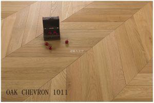 Roble europeo diseñado Chevron pisos de madera, cepillado, Laca UV