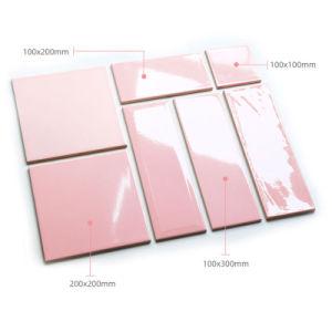 Cor-de-rosa na parede de cozinha de design em cerâmica vidrada azulejos de metro