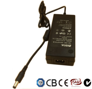 TUV Ce CB AEA C-Tick IEC aprobado 12V5a portátil 60W LED de CCTV AC DC de alimentación de conmutación