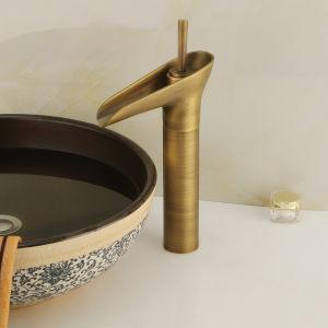 旧式な黄銅によってブラシをかけられるニッケルの単一のレバーの浴室の洗面器のコック(6621)