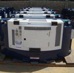 パーキンズが付いている壁に取り付けられた冷やされていたディーゼル発電機セット