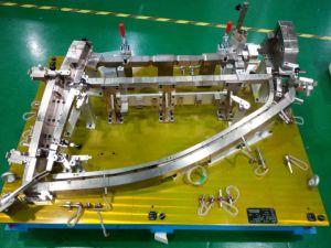 Comprobación de la fijación del marco de puerta automática