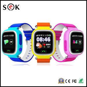 2017子供のためのタッチ画面GPS Smartwatchが付いている安いQ90スマートな腕時計の電話