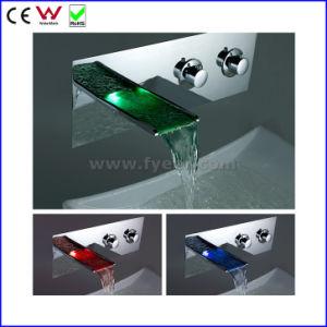 Rubinetto fissato al muro del bacino degli articoli sanitari LED della Cina (FD15202WF)