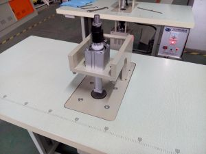 Machine de soudage par ultrasons pour la courroie de Velcro