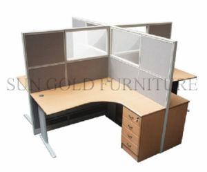 Petit bureau moderne pour 4 personne station de travail de larmoire