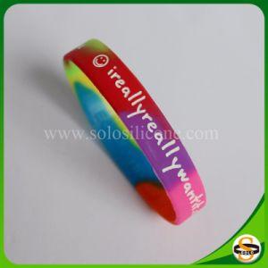 Braccialetto differente del silicone di colore e di formato di marchio su ordinazione di natale