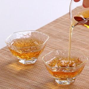 ハンドルが付いているガラスコーヒーまたは茶飲むガラスのセットされた二重壁の熱絶縁されたコップ